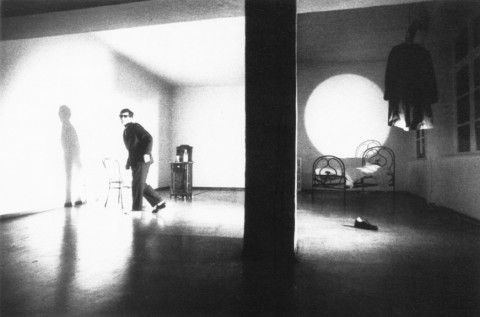Gianni Colosimo, scena di Freud mein Freund, Galleria Giorgio Persano, 1978 - photo Paolo Pellion