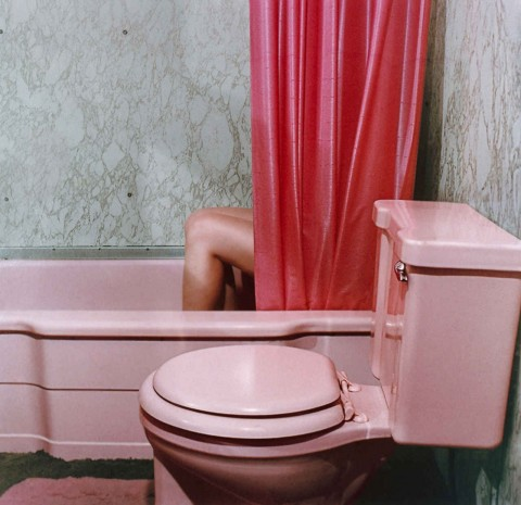 Sandy Skoglund, Knees in tub - courtesy Paci Contemporary