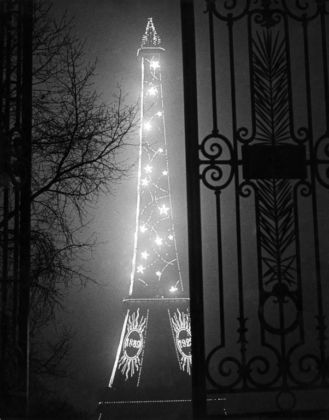 Brassaï, Tour Eiffel, 1932 - copyright Estate Brassaï
