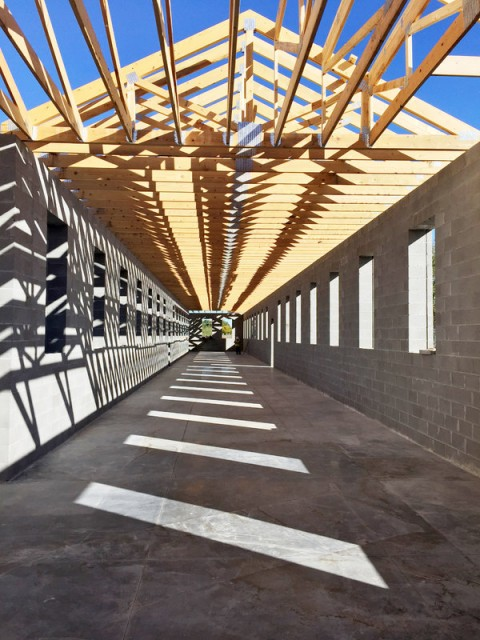 L'installazione permanente di Robert Irwin alla Chinati Foundation, Marfa, work in progress –photo Jenny Moore