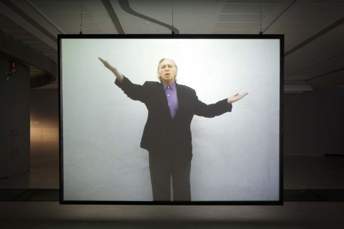 Jimmie Durham, A Proposal for a New International Genuflexion in Promotion of World Peace, 2007 – still da video - courtesy Fondazione MAXXI, Roma - photo Musacchio Ianniello