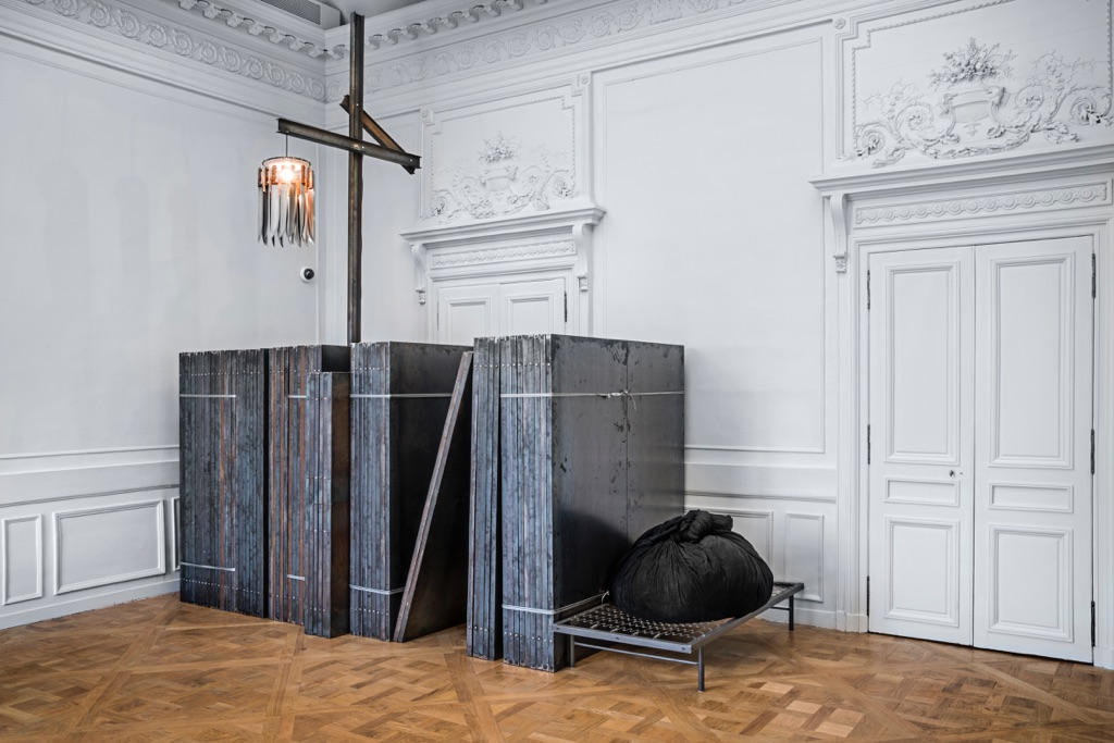 Jannis Kounellis - Brut(e) - installation view at La Monnaie de Paris, Parigi 2016 - photo Manolis Baboussis - © Monnaie de Paris, 2016 - courtesy l'artista