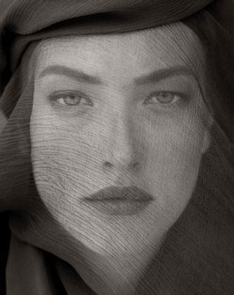 Tatjana Veiled Head (Tight View), Joshua Tree 1988 - © Herb Ritts Foundation