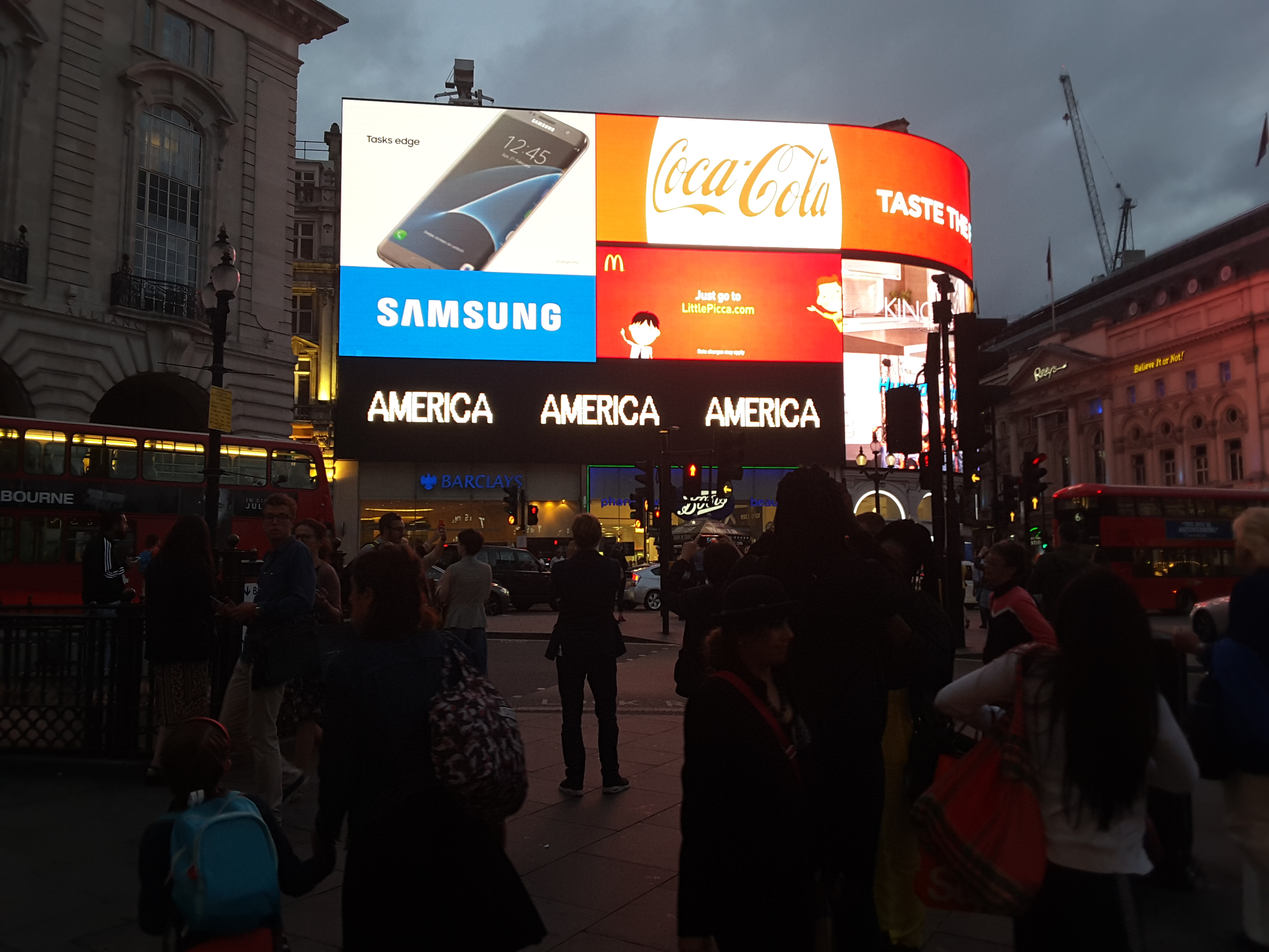 Alfredo jaar a logo for america londra piccadilly for Time square londra