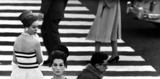 William Klein, Nina, piazza di Spagna, Roma 1960 (dalla sezione Moda) © William Klein