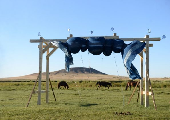 Land Art Mongolia Biennale – Lisa Batacchi – Installazione site specific e performance – photo credits Injinaash Ing (photographer for Land Art Mongolia)