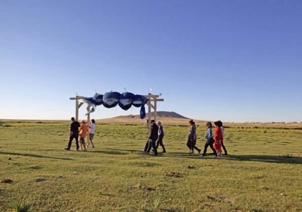 Land Art Mongolia Biennale – Lisa Batacchi – Installazione site specific e performance – still da video - credits Lisa Batacchi