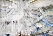 Chiharu Shiota, Where are you going?, Le Bon Marché, Parigi (foto Le Bon Marché, Gabriel de la Chapelle)