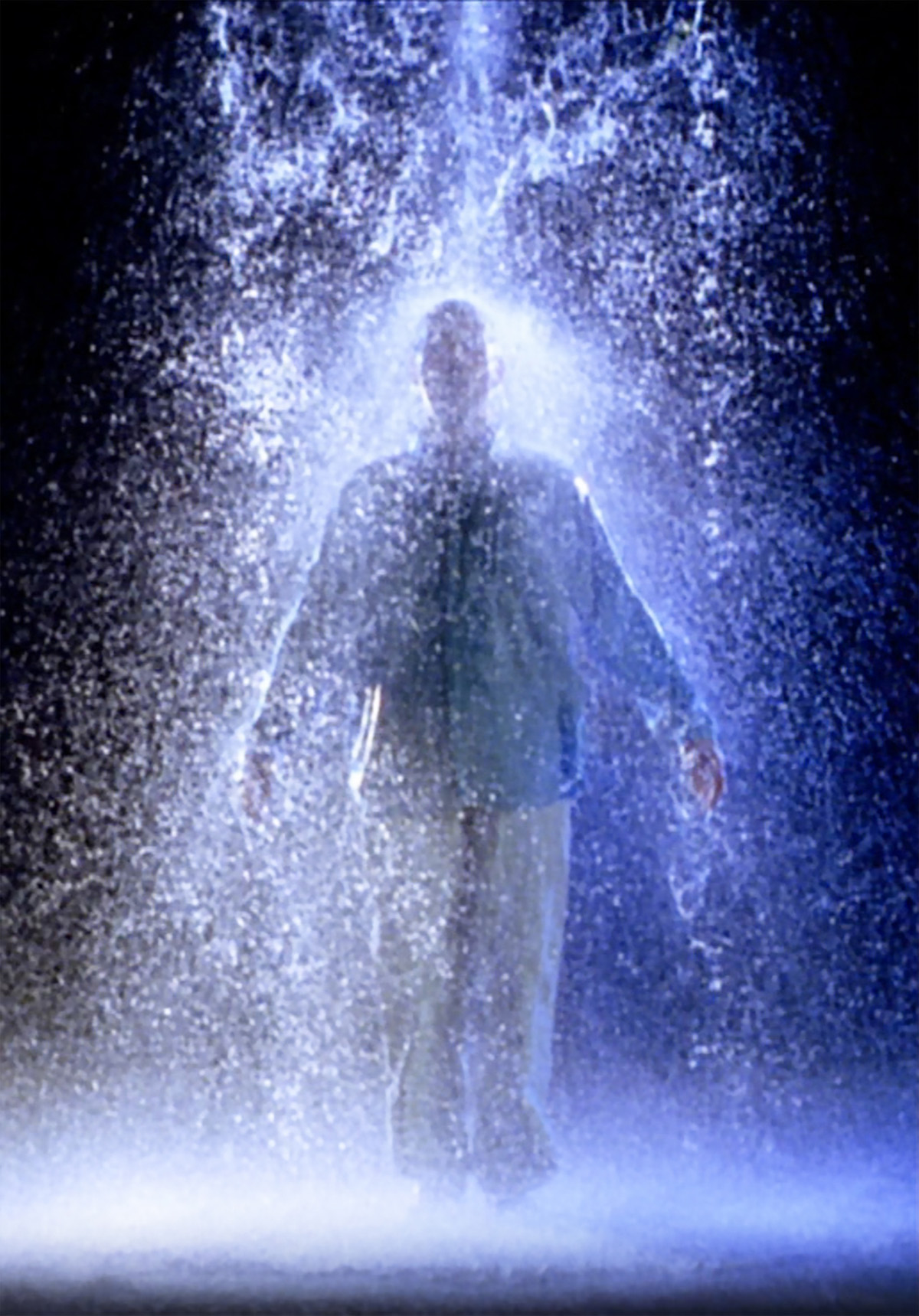 Bill Viola, The Crossing, 1996, 10'57''. Installazione video-audio. Interprete Phil Esposito. Courtesy Bill Viola Studio