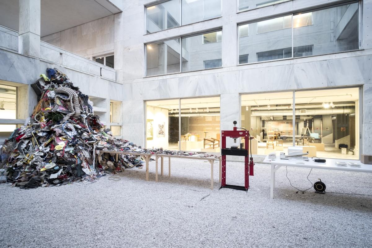 Daniel Knorr, Βιβλίο Καλλιτέχνη, 2017, materialization, installation view, Athens Conservatoire (Odeion), documenta 14, © Daniel Knorr/VG Bild-Kunst, Bonn 2017, photo: Mathias Völzke