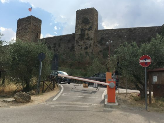 Interventi di Clet Abraham a Monteriggioni, photo by Luca Betti