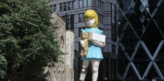 Charity di Damien Hirst - Sculpture in the City 2015