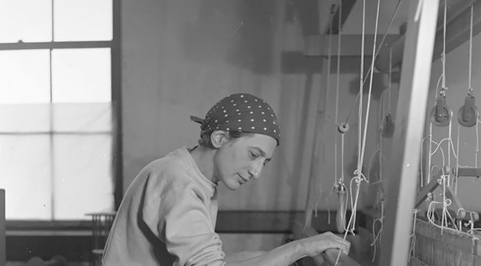 Anni Albers in her weaving studio at Black Mountain College, 1937. Photograph by Helen M. Post © The Josef and Anni Albers Foundation, VEGAP, Bilbao, 2017