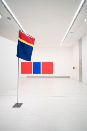 Synnøve Persen, dalla serie Sámi Flag Project, 1977. Installation view at documenta 14, Kassel 2017. Photo Mathias Völzke