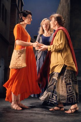 Bill Viola, The Greeting, 1995, performer Angela Black, Suzanne Peters, Bonnie Snyder, courtesy Bill Viola Studio © Bill Viola, photo Kira Perov