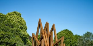 Bernar Venet, 17 Acute Unequal Angles (2016) Blain|Southern2, Frieze Sculpture 2017. Photo by Stephen White. Courtesy of Stephen White/Frieze