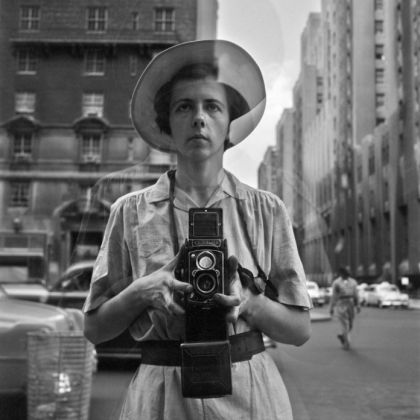 Vivian Maier, Self Portrait, Undated 40x50 cm © Vivian Maier John Maloof Collection, Courtesy Howard Greenberg Gallery, NY