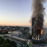 Grenfell Tower fire, 4:43 a.m. Foto Natalie Oxford. Via Wikipedia