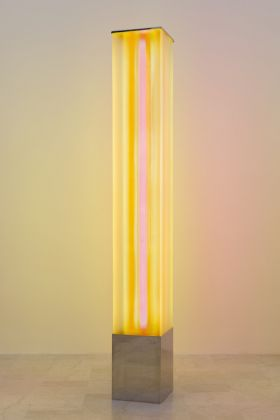 Laura.Grisi, Sunset Light, 1967, neon, plexiglass, cm.219x30x30 (ph.C.Favero)