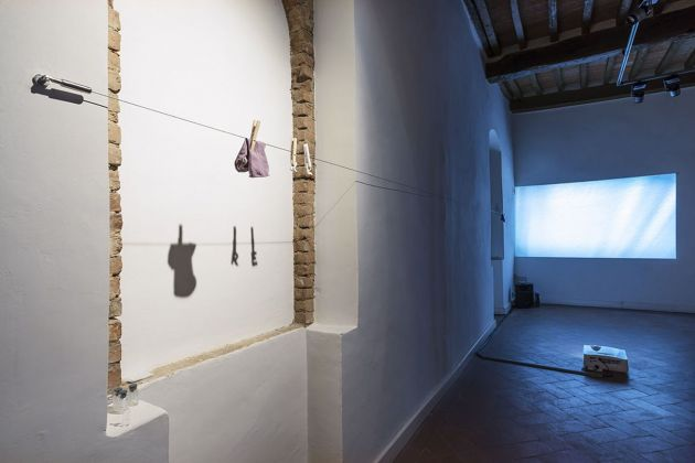 Rosa Aiello, Fate Presto. Exhibition view at Casa Masaccio, San Giovanni Valdarno 2017. Foto OKNOstudio
