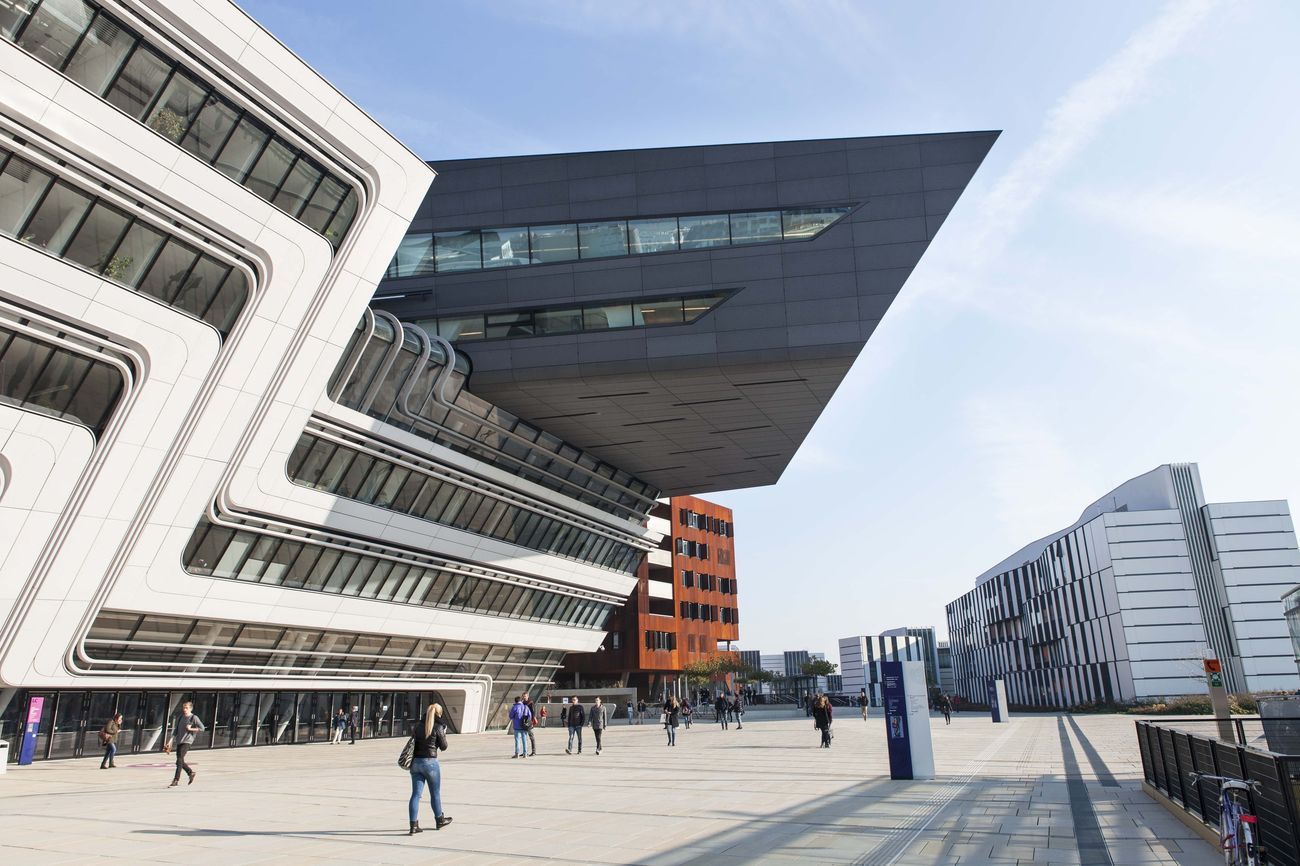 Zaha hadid architects library of the vienna university of for Zaha hadid vienna