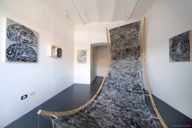 installazione di Martina Merlini, CRAC Gallery, Terni. Photo courtesy Alberto Bravini