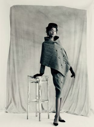 Voyageur suit Autumn-Winter 1955 Haute Couture collection Y line by Christian Dior ® Paolo Roversi