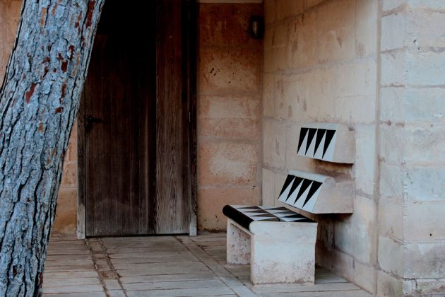 Jorn Utzon, Entrance seat at Can Lis Can Lis, Mallorca, 1973 photo Beatrice Pedrotti
