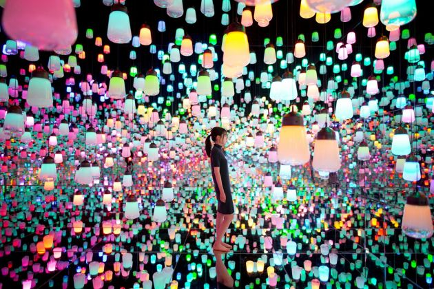 MORI Building Digital Art Museum. teamLab Borderless. Forest of Resonating Lamps
