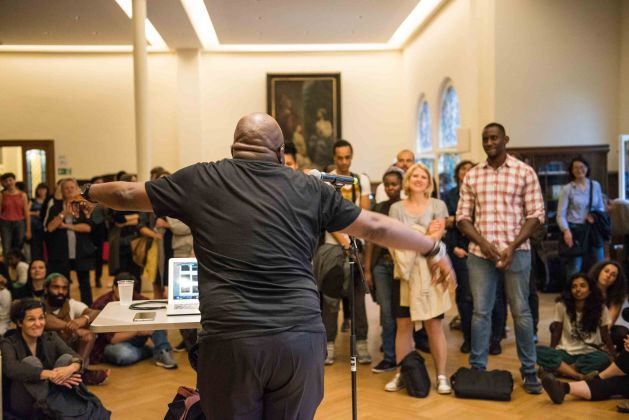 George Shire Performing the Ontological Turn, 2017 Klangperformance und Lesung im Rahmen von I'm not who you think I'm not #1, 7.7.2017 / Sonic performance and lecture within I'm not who you think I'm not #1, 7.7.2017 Foto / Photo: F. Anthea Schaap