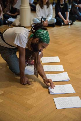 Jota Mombaça The Feel of a Problem, 2017 Lecture-Performance im Rahmen von I'm not who you think I'm not #1, 7.7.2017 / Lecture performance within I'm not who you think I'm not #1, 7.7.2017 Foto / Photo: F. Anthea Schaap
