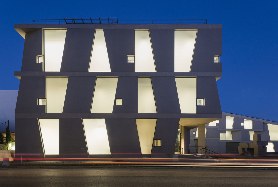 Day view of the Glassell School of Art by Steven Holl Architects, west elevation. Photograph © Richard Barnes