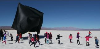 AE_Explorer_ARG_Jujuy_02602 Aerocene Explorer performance August 7, 2017. Salinas Grandes, Jujuy, Argentina. With the support of CCK Buenos Aires. Courtesy Aerocene Foundation and CCK Agency Photography by Daniel Kiblisky, Gentileza Prensa, and Tomás Saraceno, 2017 Licensed under CC by Aerocene Foundation 4.0