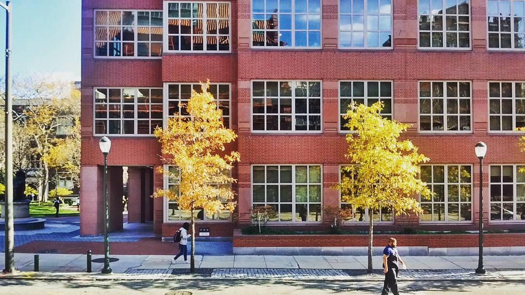 Vagelos Laboratories, un progetto di Robert Venturi e Denise Scott Brown completato nel 1997 per il campus della University of Pennsylvania. Photo Rosa Sessa