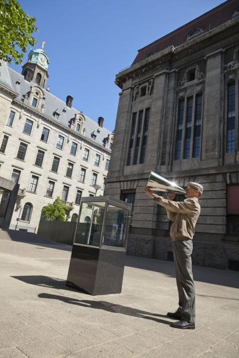 Elmgreen & Dragset, It's Never Too Late To Say Sorry, 2011 - Museum Boijmans Van Beuningen, Rotterdam - photo Tot en met ontwerpen