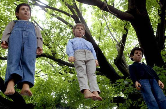 I bambini impiccati di Maurizio Cattelan a Milano