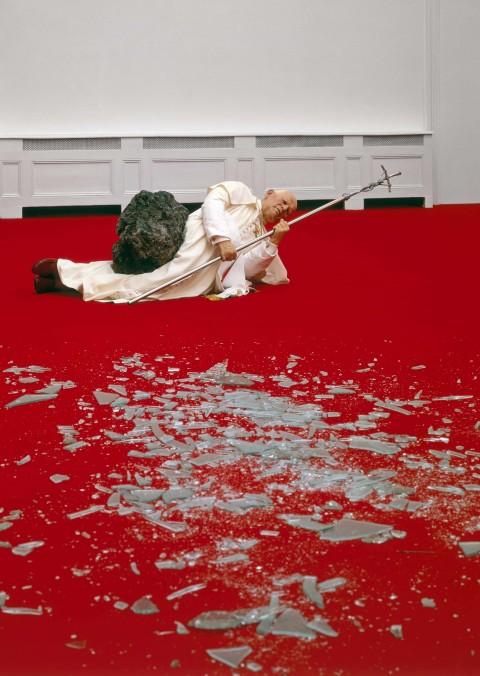 Maurizio Cattelan, La Nona Ora, 1999 - photo Attilio Maranzano