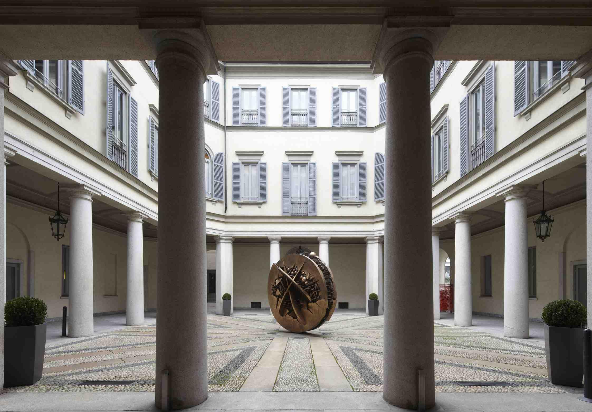 Il porticato interno di Palazzo Anguissola - Gallerie d'Italia - Piazza Scala - Milano