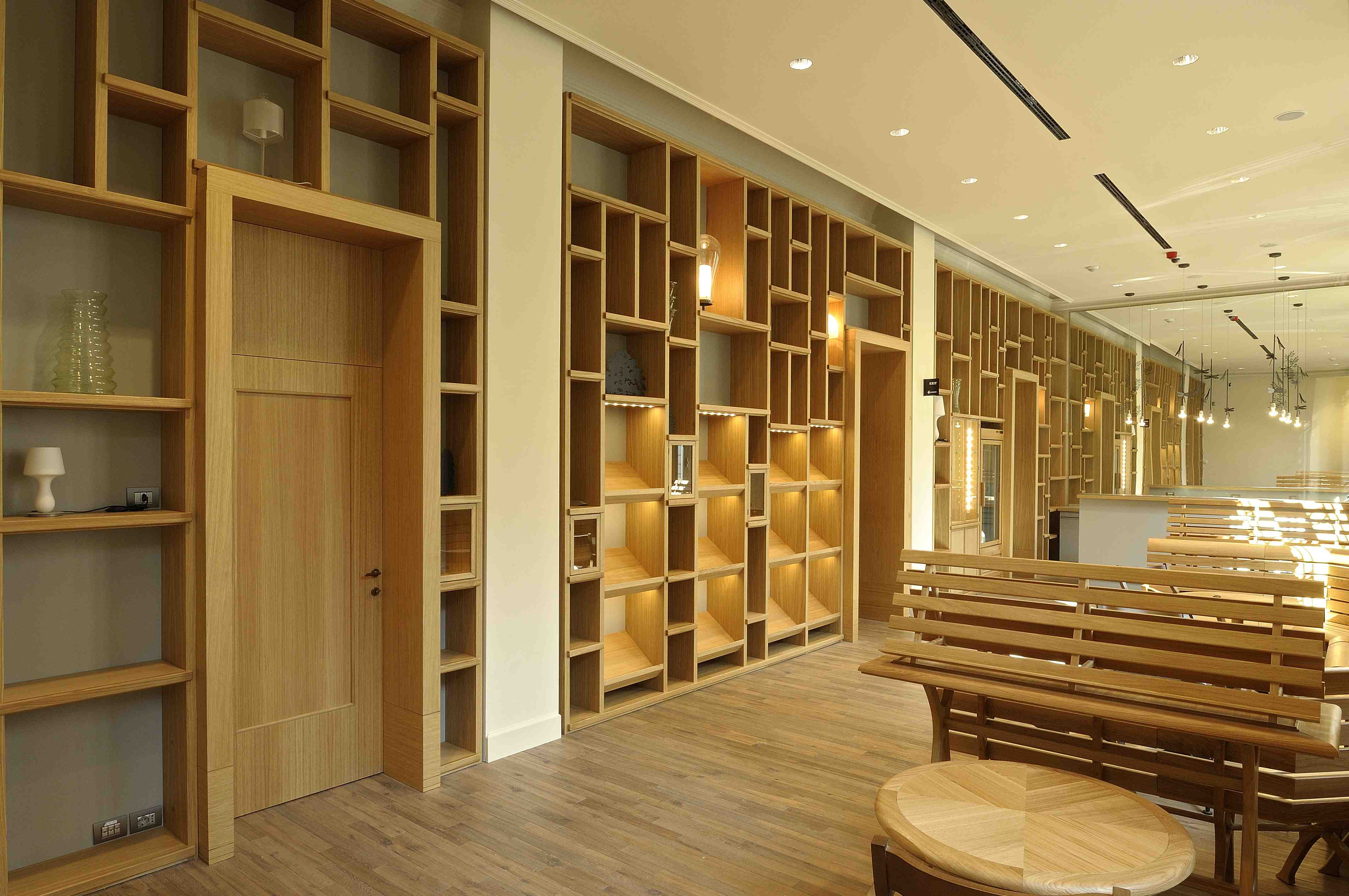 La caffetteria-bookshop progettata da Michele De Lucchi - Gallerie d'Italia - Piazza Scala - Milano