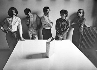 Superstudio – da sinistra a destra gli architetti: Cristiano Toraldo di Francia, Alessandro Magris, Roberto Magris, Piero Frassinelli, Adolfo Natalini – courtesy Superstudio