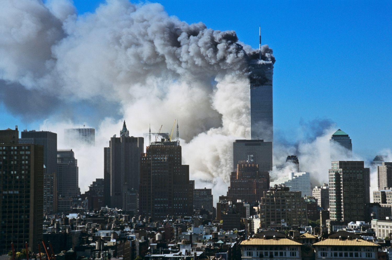 Steve McCurry - Le Torri Gemelle, World Trade Center, la mattina dell'11 settembre 2001, New York - USA, 2011