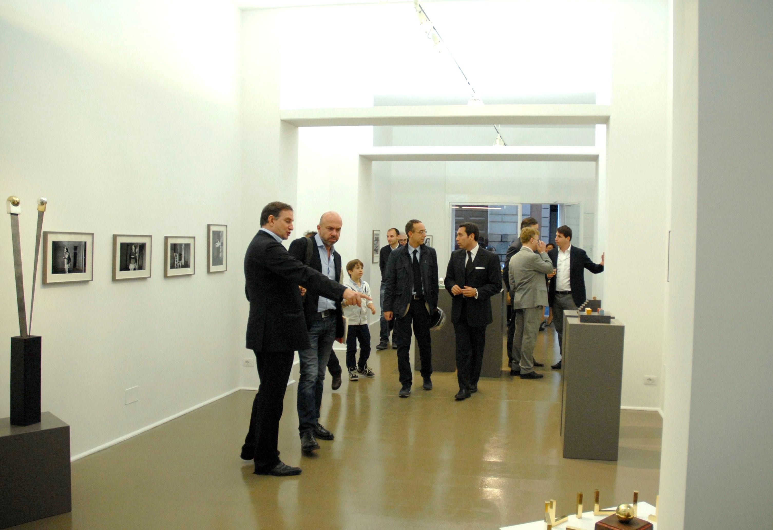 Liliana Maresca. Un'identità multiforme. Veduta dell'inaugurazione presso la Galleria Spazio Nuovo, Roma 2012