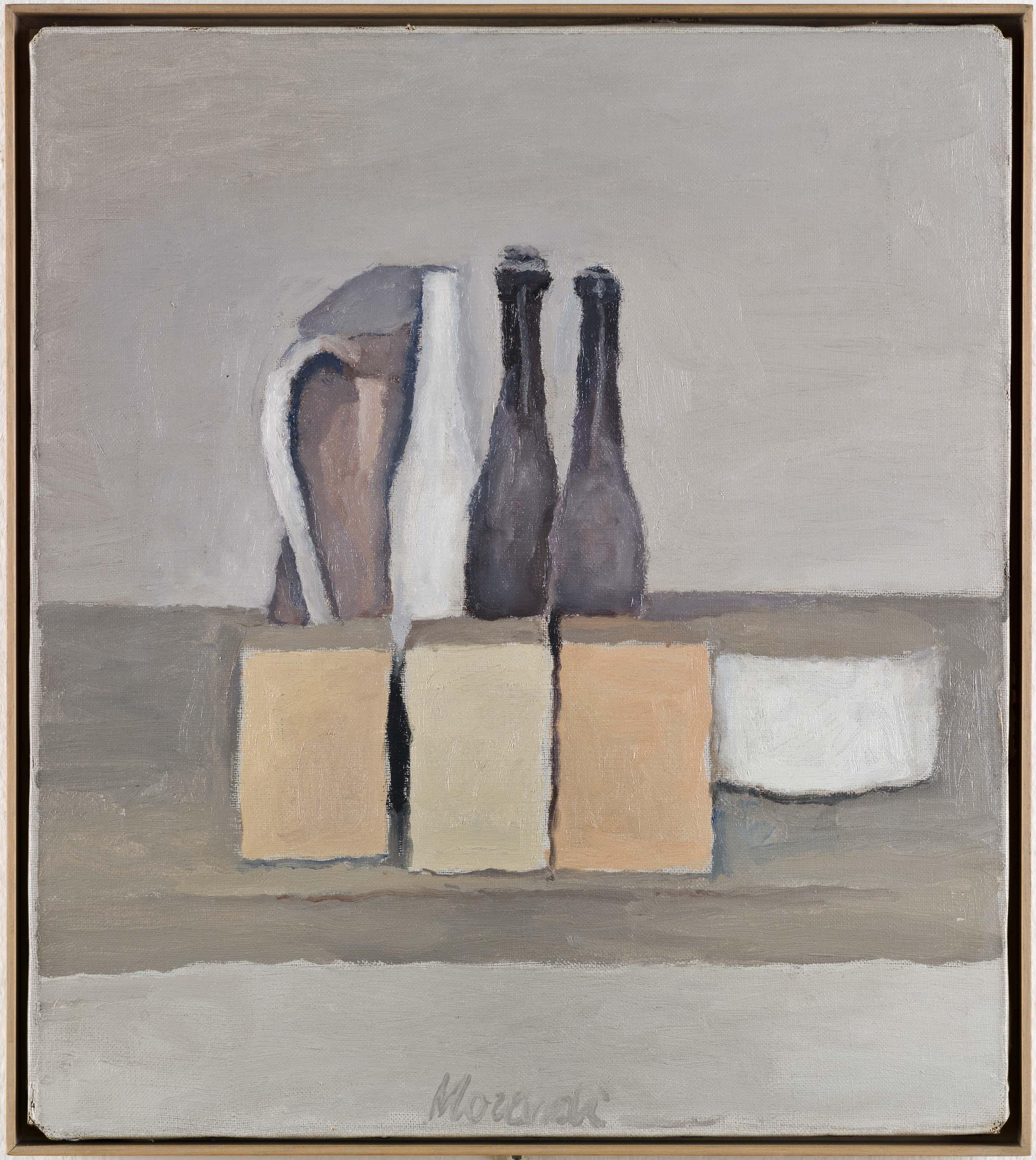 Giorgio Morandi, Natura morta, 1956, olio su tela, 40,5 x 35,4 cm, Mart, Museo di arte moderna e contemporanea di Trento e Rovereto, Collezione Augusto e Francesca Giovanardi