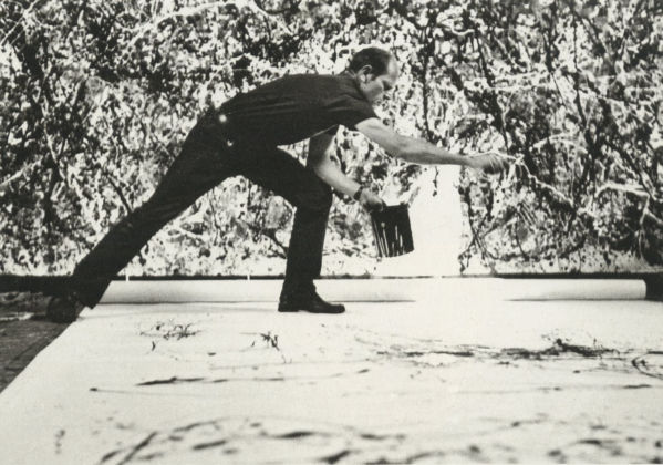 Jackson Pollock in azione, in uno scatto della celebre serie di Hans Namuth