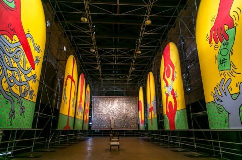Keith Haring - Extralarge: the ten commandments, the Marriage of Heaven and Hell - veduta della mostra presso la ex Chiesa di San Francesco, Udine 2012
