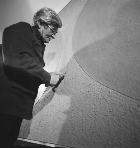 Alberto Burri mentre lavora a un Cellotex - 1977-78 ca. - photo Aurelio Amendola