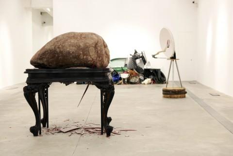 Jimmie Durham - Streets of Rome and Other Stories - veduta della mostra presso il Macro, Roma 2012
