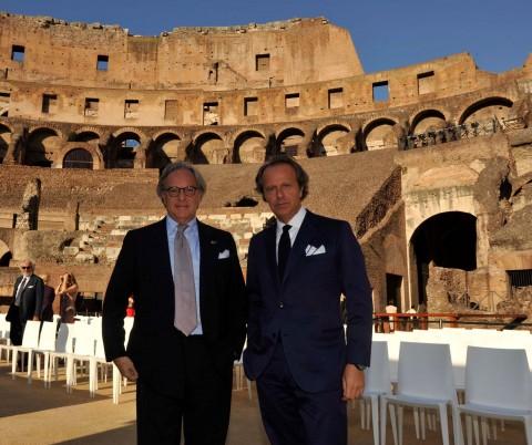 Diego e Andrea Della Valle, in posa di fronte al Colosseo
