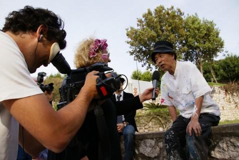 Shozo Shimamoto, performance privata a Villa Bersani, Capri, 2008 – courtesy Associazione Shozo Shimamoto