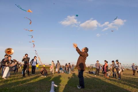 Performance di Yoshihide Otomo, Senjyu flying orchestra, nell'ambito dei Local Community Projects - photo Keiji Takashima